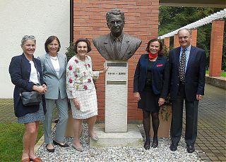 100 let_ Rosemarie Blynth,Christine Bata Schmidt,Sonja Bata, Monica Bata Pignal, Thomas G. Bata_DSCN0114+.jpg